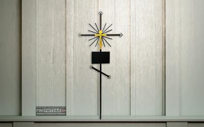 Крест метал с пластиковым распятием (160см) «Трубочка»