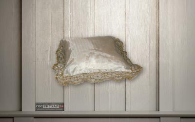 Подушка «Детская шелк с золотым кружевом»