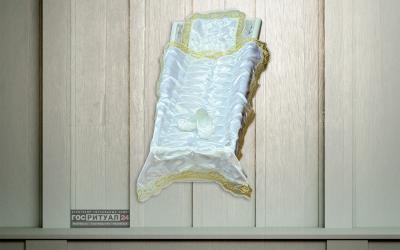 Подушка «Детская атлас спандекс с золотым кружевом»