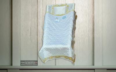Подушка «Детская атлас стеганая с золотым кружевом»