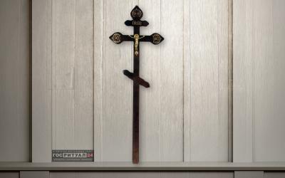Крест лакированный «Сосна Фигурный» (220см) с распятием