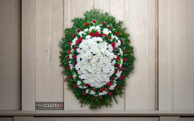 Венок «Хризантема и гвоздика» с живыми цветами (1,6м)
